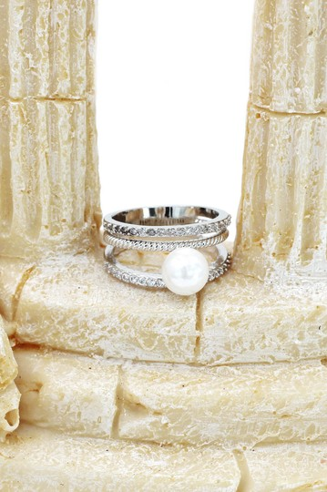 Ocean Fashion Fashion loop small crystal and peal silver ring Image 6