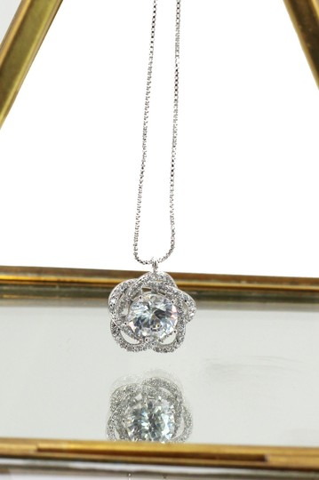 Ocean Fashion Sterling silver Lovely crystal flower necklace Image 1