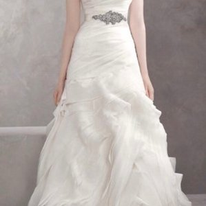 White by Vera Wang Organza Biased Cut Fit and Flare Modern Wedding Dress Size 4 (S)