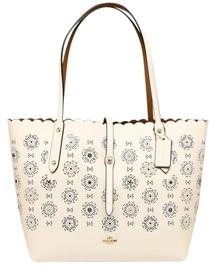 Preload https://img-static.tradesy.com/item/24142137/coach-market-25195-ice-leather-tote-0-1-540-540.jpg