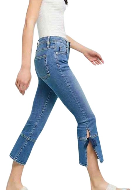 Preload https://img-static.tradesy.com/item/24142174/lightmedium-wash-high-rise-cropped-flare-leg-jeans-size-6-s-28-0-1-650-650.jpg