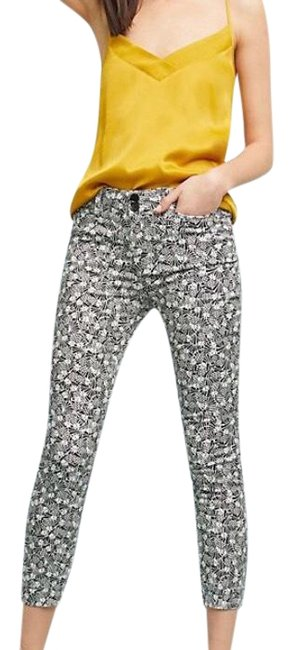 Preload https://img-static.tradesy.com/item/24142438/black-and-white-pants-size-6-s-28-0-1-650-650.jpg