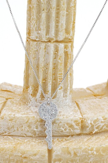 Ocean Fashion Silver Sparkling little crystal key necklace Image 3