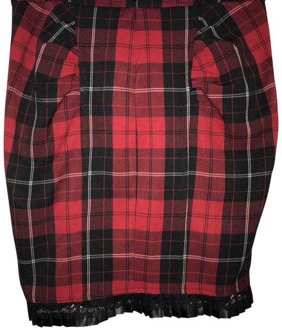 Preload https://img-static.tradesy.com/item/24145292/arden-b-red-plaid-pencil-skirt-size-12-l-32-33-0-1-650-650.jpg