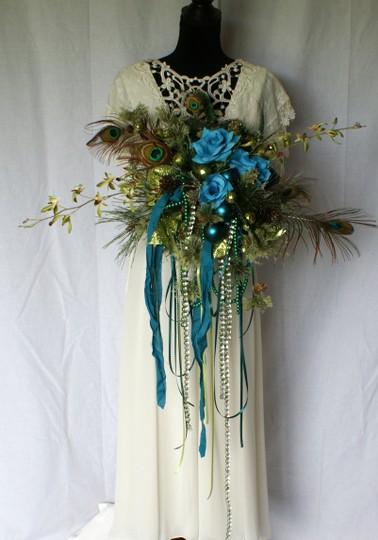 Preload https://img-static.tradesy.com/item/24145557/mardi-gras-silk-bouquet-ceremony-decoration-0-0-540-540.jpg