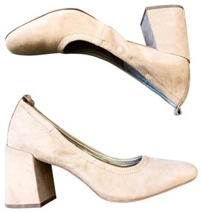 1.STATE tan nude Pumps