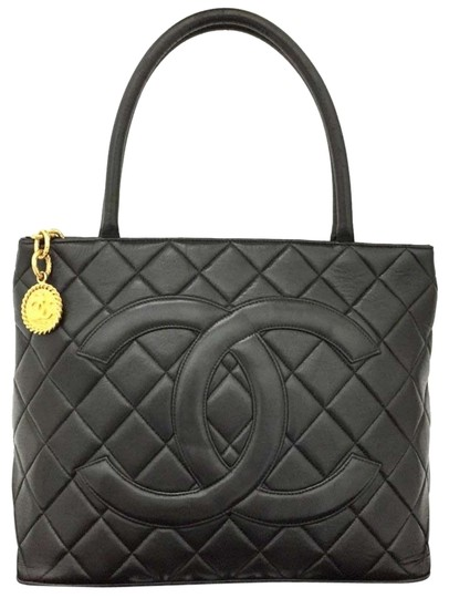 Preload https://img-static.tradesy.com/item/24146290/chanel-medallion-vintage-jumbo-maxi-shopper-w-jumbo-double-cc-black-lambskin-leather-tote-0-2-540-540.jpg