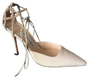 Manolo Blahnik Luxury Formal Wedding Suede Classic Nude Pumps