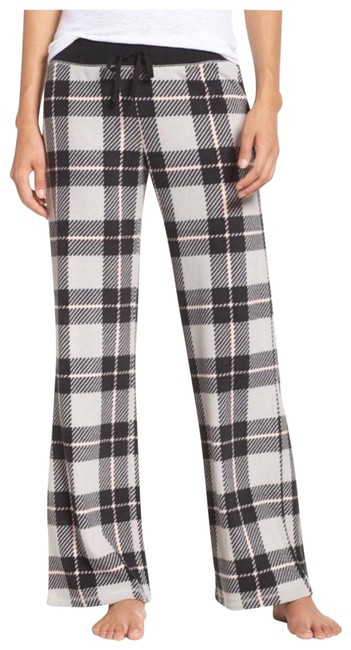 Preload https://img-static.tradesy.com/item/24146639/make-model-black-grey-plaid-micro-fleece-plush-pajamas-pj-pants-size-14-l-34-0-1-650-650.jpg