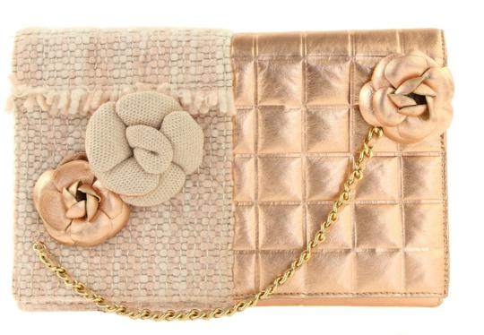 Preload https://img-static.tradesy.com/item/24146654/chanel-clutch-tweed-with-chain-pink-leather-clutch-0-4-540-540.jpg