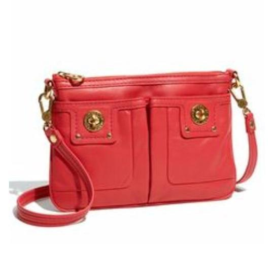 Preload https://img-static.tradesy.com/item/24146780/marc-by-marc-jacobs-totally-turn-lock-percy-red-leather-cross-body-bag-0-0-540-540.jpg
