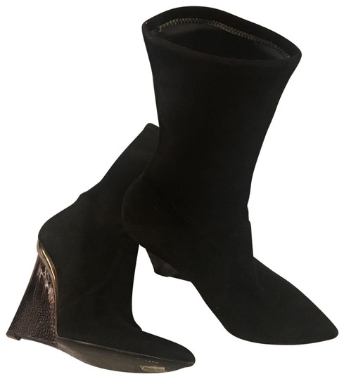 Preload https://img-static.tradesy.com/item/24147726/casadei-black-suede-bootsbooties-size-us-7-narrow-aa-n-0-1-540-540.jpg