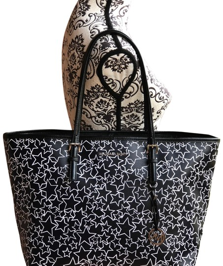 Preload https://img-static.tradesy.com/item/24148065/michael-kors-jet-set-large-travel-caryall-star-collection-black-white-leather-tote-0-1-540-540.jpg