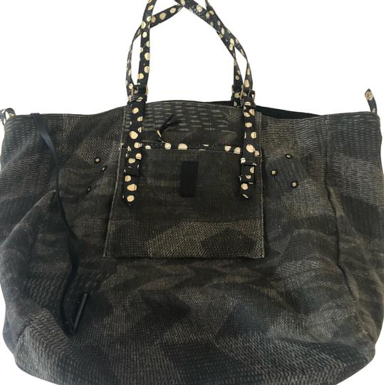 Preload https://img-static.tradesy.com/item/24148391/jerome-dreyfuss-pat-bag-greenblack-linencanvasleather-tote-0-1-540-540.jpg