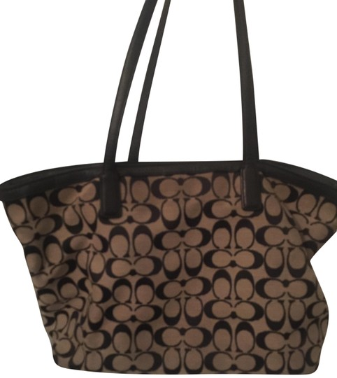 Preload https://img-static.tradesy.com/item/24148409/coach-monogram-canvas-black-tote-0-1-540-540.jpg