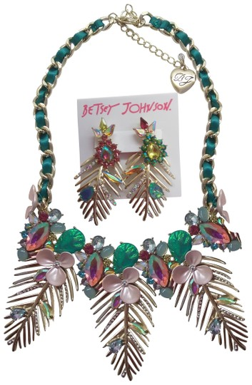 Preload https://img-static.tradesy.com/item/24148473/betsey-johnson-green-new-gold-frond-necklace-and-earrings-0-1-540-540.jpg