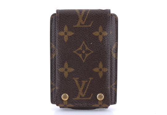 Preload https://img-static.tradesy.com/item/24148533/louis-vuitton-brown-monogram-coated-canvas-ipod-case-tech-accessory-0-0-540-540.jpg