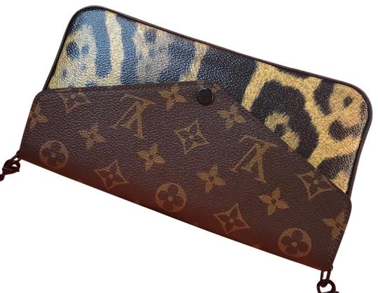 Preload https://img-static.tradesy.com/item/24156063/louis-vuitton-felicie-wild-animal-monoleopard-clutch-monogram-and-leopard-canvas-cross-body-bag-0-1-540-540.jpg