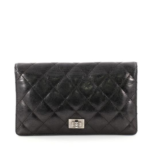 Preload https://img-static.tradesy.com/item/24157966/chanel-255-reissue-bifold-wallet-quilted-aged-calfskin-long-black-leather-wristlet-0-0-540-540.jpg