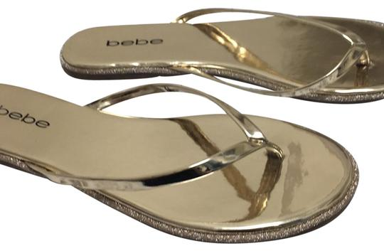 Preload https://img-static.tradesy.com/item/24158018/bebe-gold-metallic-flats-size-us-85-regular-m-b-0-1-540-540.jpg