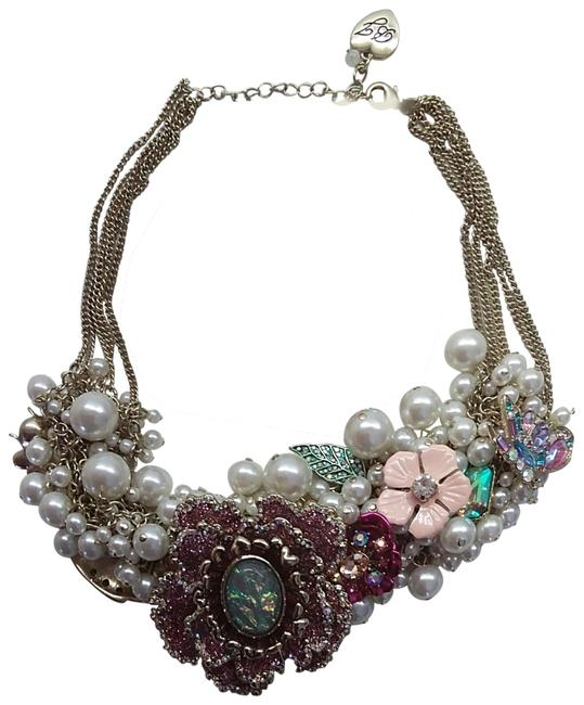 Item - Blue New Floral and Pearl Necklace