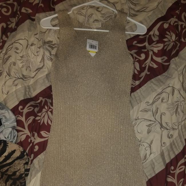 Item - Gold Metallic Ribbed Bodycon Mid-length Cocktail Dress Size 10 (M)