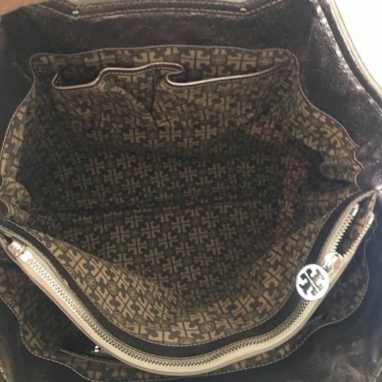 Tory Burch Tote in silver Image 6