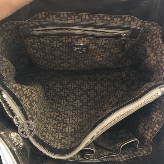 Tory Burch Tote in silver Image 7