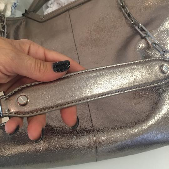 Tory Burch Tote in silver Image 9