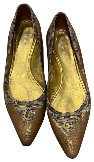 Preload https://img-static.tradesy.com/item/24165740/miu-miu-gold-pointed-toe-flats-size-us-8-regular-m-b-0-1-540-540.jpg