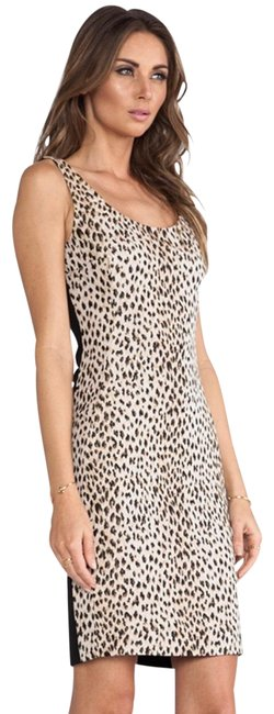 Preload https://img-static.tradesy.com/item/24165812/diane-von-furstenberg-blackcream-arianna-short-casual-dress-size-0-xs-0-1-650-650.jpg
