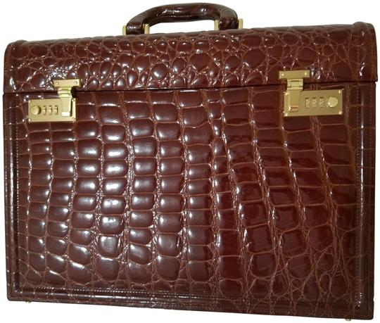 Preload https://img-static.tradesy.com/item/24166127/luxury-genuine-briefcase-brown-crocodile-skin-leather-laptop-bag-0-2-540-540.jpg
