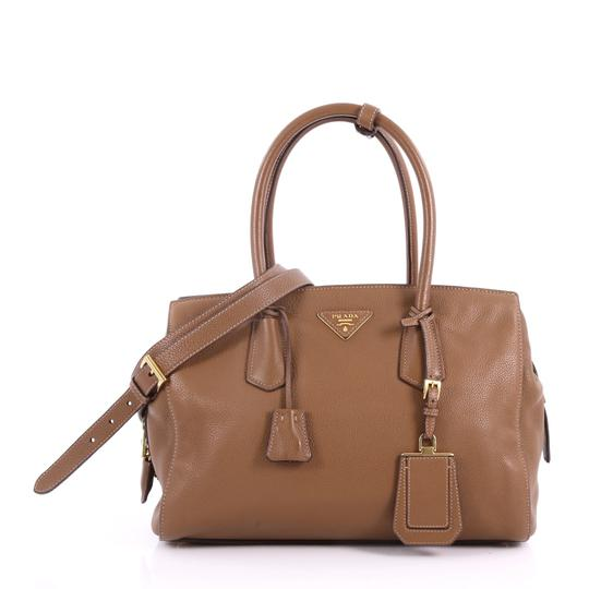 Preload https://img-static.tradesy.com/item/24170280/prada-convertible-vitello-daino-medium-brown-leather-tote-0-0-540-540.jpg