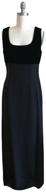 Preload https://img-static.tradesy.com/item/24171030/givenchy-black-couture-vintage-1990s-long-formal-dress-size-6-s-0-1-650-650.jpg
