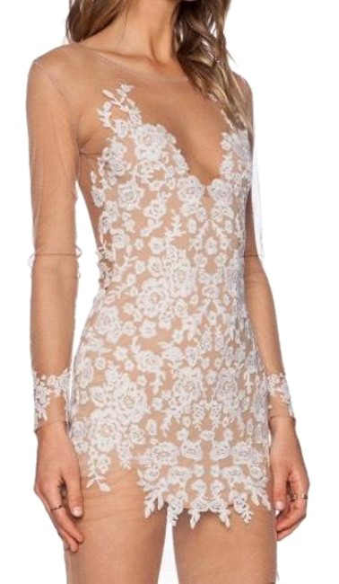 Item - Nude and White Lilly Short Cocktail Dress Size 6 (S)