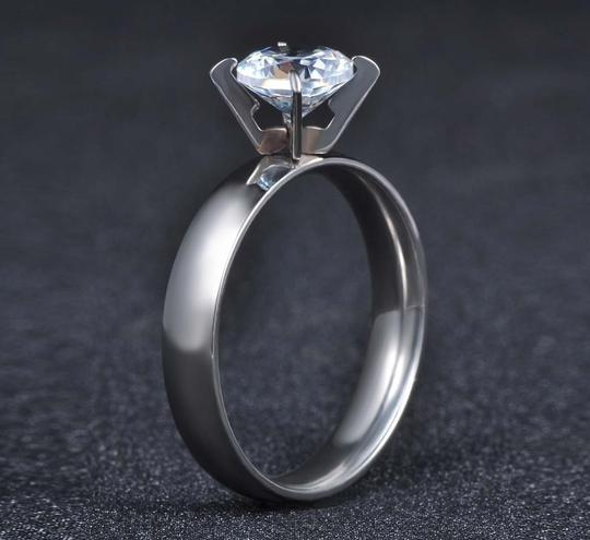 Other 1.50 CTW Brilliant Cut Solitaire Rhodium Plated Cubic Zirconia Ring Image 4