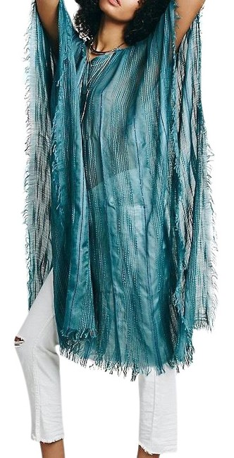 Preload https://img-static.tradesy.com/item/24176331/free-people-beach-cover-up-poncho-tunic-size-os-one-size-0-1-650-650.jpg