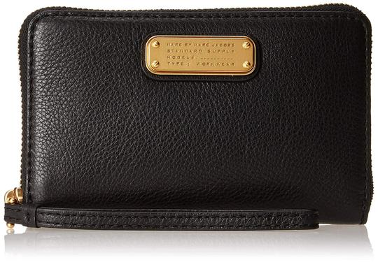Marc by Marc Jacobs New Q Wingman Leather Wallet Purse Leather Purse Wristlet in Black Image 4