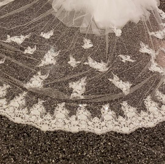 White Long Cathedral Style Bridal Veil Image 2