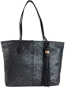 Tommy Bahama Tote in blueblack