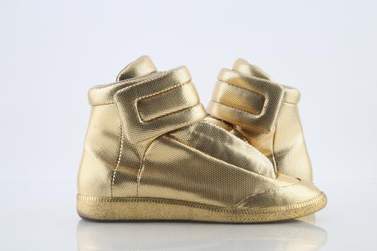 Preload https://img-static.tradesy.com/item/24180503/maison-margiela-gold-metallic-dot-stamped-future-high-top-sneakers-shoes-0-0-540-540.jpg