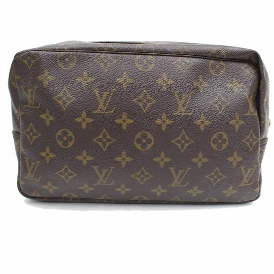 Preload https://img-static.tradesy.com/item/24181241/louis-vuitton-brown-trousse-monogram-toilette-28-868305-cosmetic-bag-0-0-540-540.jpg