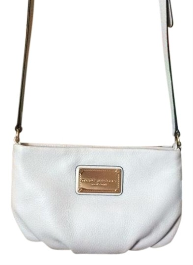 Preload https://item4.tradesy.com/images/marc-jacobs-small-vintage-white-genuine-leather-cross-body-bag-24181418-0-5.jpg?width=440&height=440
