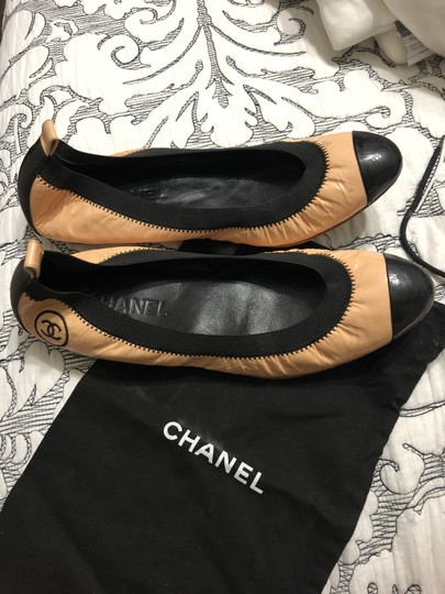 Chanel Beaute Nude and black Flats