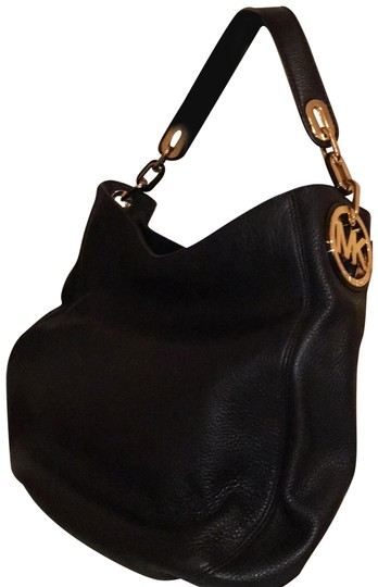 Preload https://img-static.tradesy.com/item/24181652/michael-kors-with-gold-latch-purse-black-leather-shoulder-bag-0-2-540-540.jpg