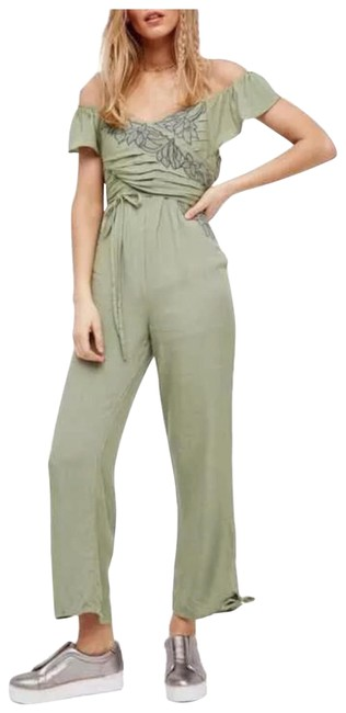 Preload https://img-static.tradesy.com/item/24181782/free-people-romperjumpsuit-0-1-650-650.jpg