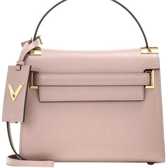 Preload https://img-static.tradesy.com/item/24181807/valentino-nude-leather-satchel-0-1-540-540.jpg