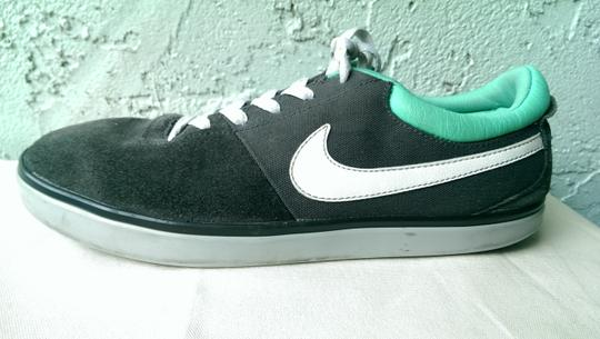 Nike Grey White Men's Leather Suede Skateboard Sb Swoosh Lace Up 9 Shoes Image 2