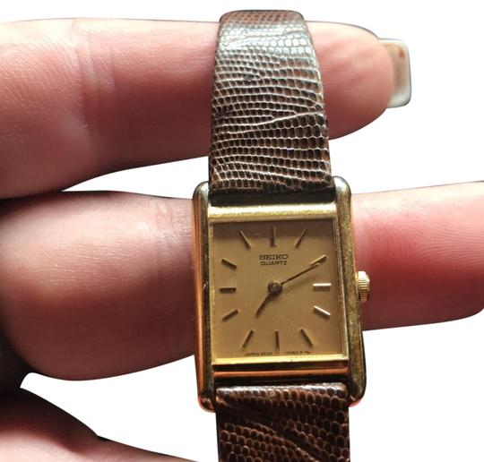 Preload https://img-static.tradesy.com/item/24183998/seiko-gold-with-brown-lizard-band-ladies-watch-0-1-540-540.jpg