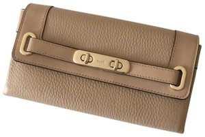Coach Coach Pebble Leather Swagger Wallet in Beechwood F53028
